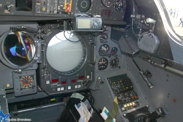 [A&A ]   Mirage IV - Fini - Page 2 Moyen_mivp_cockpit_nav_02